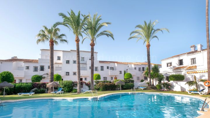 Nueva Andalucia, Renovated Townhouse in Los Naranjos Country Club, Nueva Andalucia