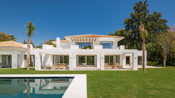 Estepona, New Contemporary Villa in El Paraiso