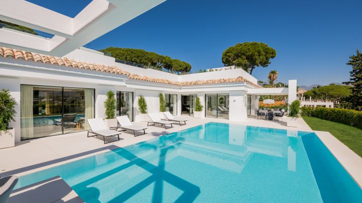 Nueva Andalucia, Recently renovated modern villa with panoramic views in Nueva Andalucia