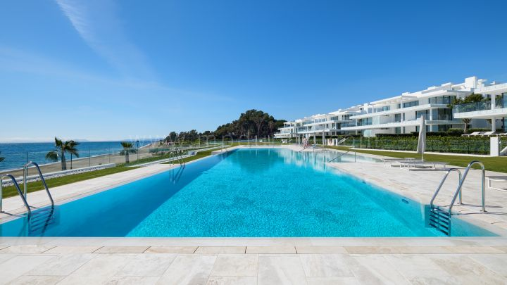 Estepona, Frontline beach, first floor apartment in Emare, Estepona