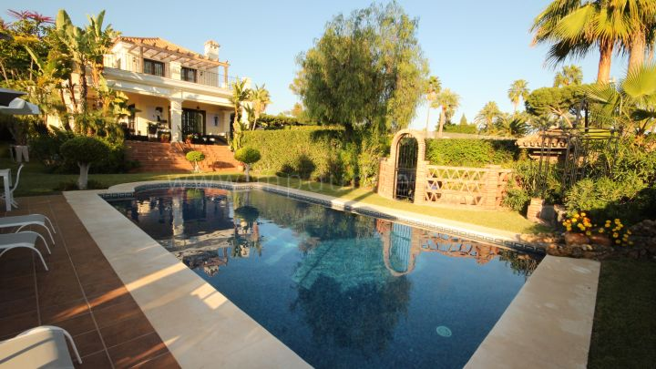 Estepona, Beautiful Villa Walking Distance To Everything