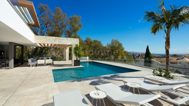 Benahavis, Contemporary Villa in Gated Complex La Quinta Marbella