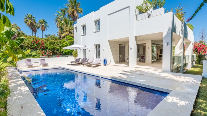 San Pedro de Alcantara, Contemporary detached villa on the beachside, San Pedro
