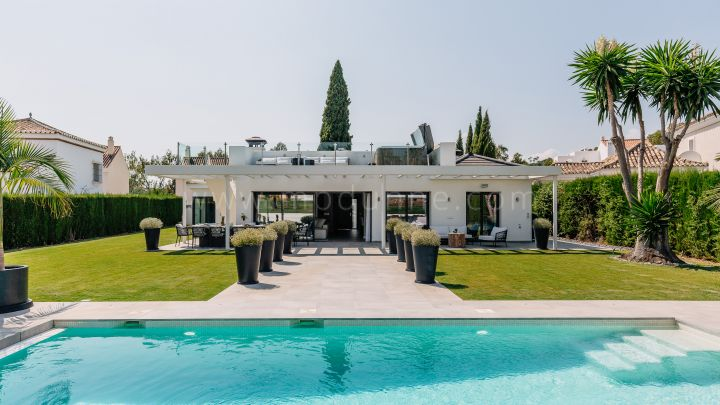 Nueva Andalucia, Renovated detached villa frontline golf Los Naranjos, Marbella