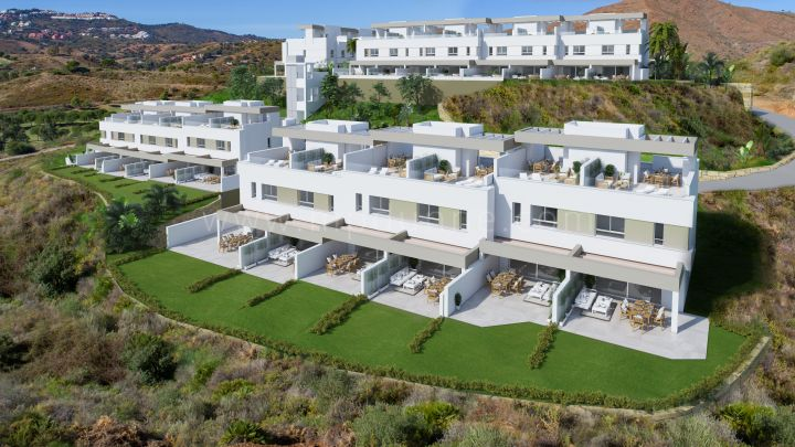 Mijas Costa, Modern development of townhouses in La Cala Golf