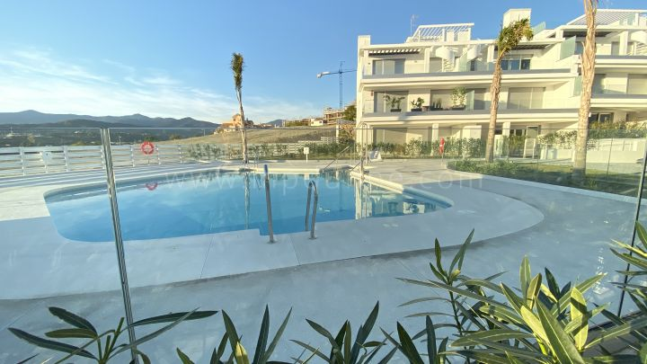 Estepona, Modern Two Bedroom Penthouse with Sea Views in Cancelada