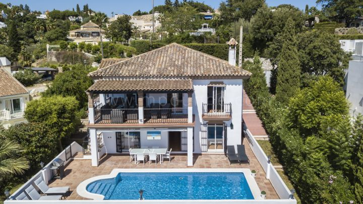 Marbella East, Recently renovated family villa in El Rosario.