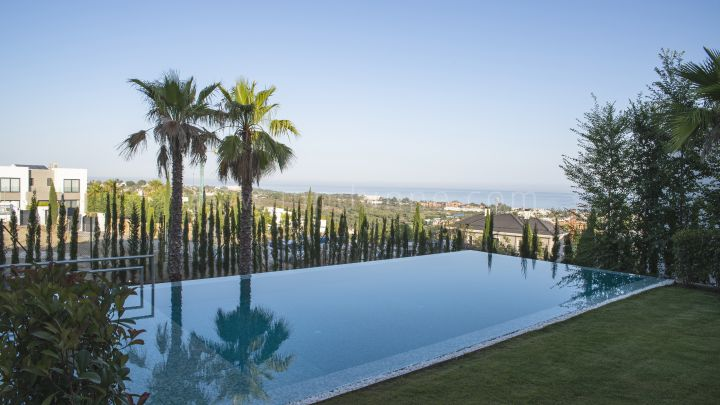 Benahavis, Modern Furnished Villa for sale in Los Flamingos