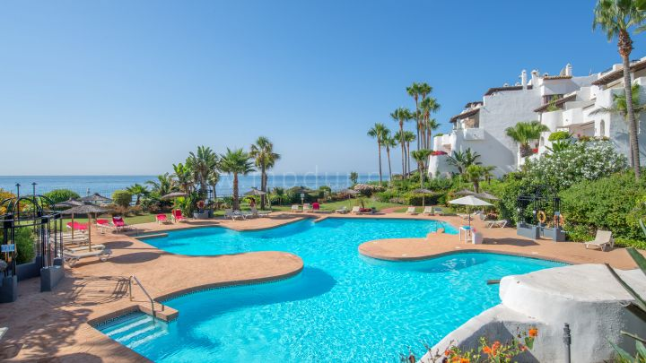Marbella - Puerto Banus, Luxury Apartment in Frontline beach development near Puerto Banús
