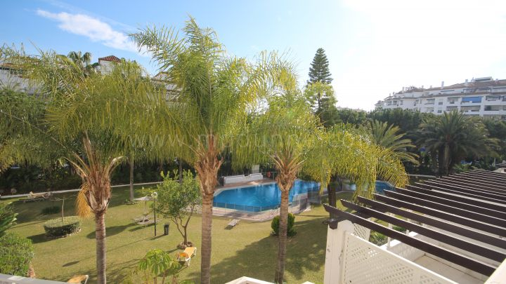 Marbella - Puerto Banus, Three Bedroom Apartment in Las Gaviotas, Puerto Banus
