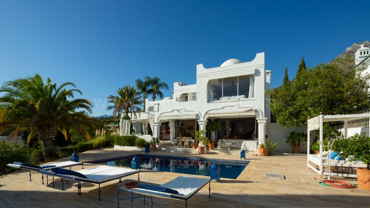 Marbella Golden Mile, Detached south facing villa in Marbella Hill Club
