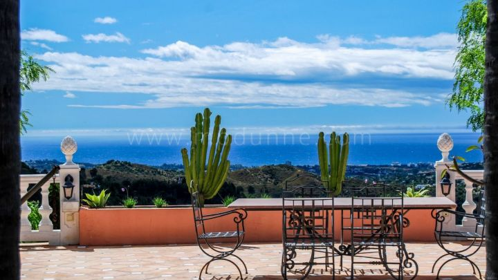 Benahavis, Magnificent villa for sale in El Madroñal, Benahavis
