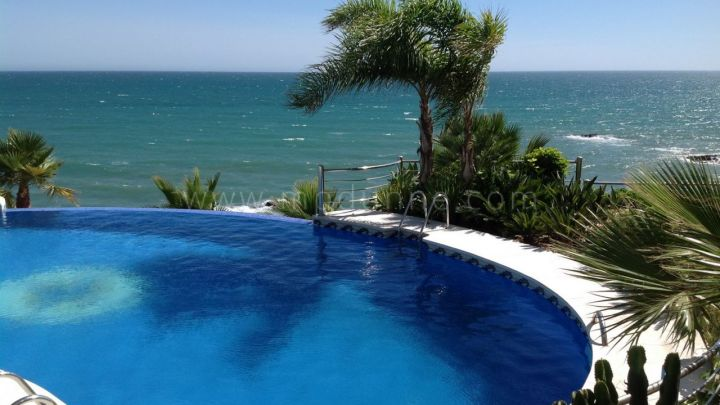 Benalmadena, Fabulous apartment for sale in frontline beach complex in Benalmadena