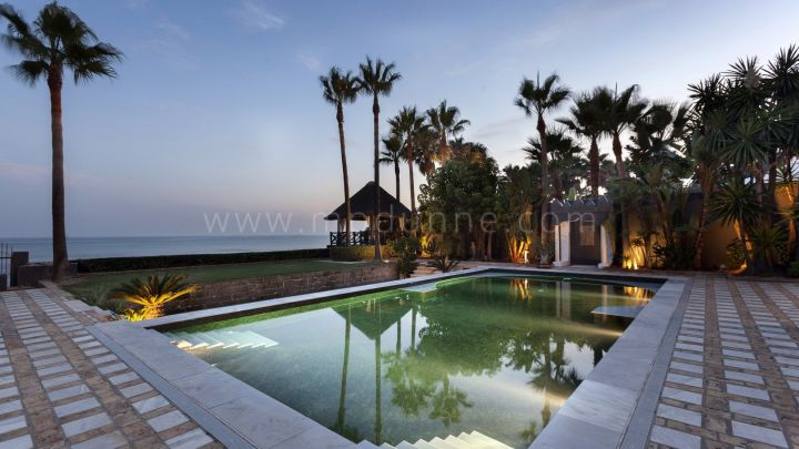 Marbella East, 7 bedroom beach front Villa for sale in Los Monteros