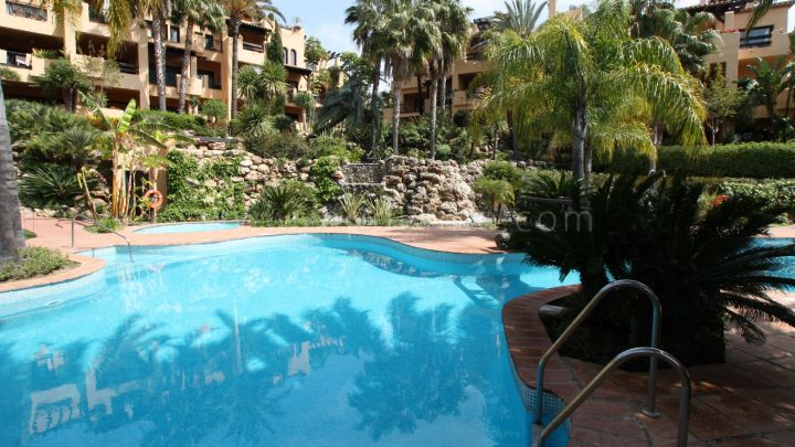 Estepona, 3 bedroom ground floor apartment in El Campanario, Estepona