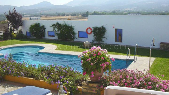 Ronda, Beautiful estate with large plot for sale in Ronda