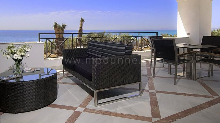 Estepona, Front line beach apartment in Estepona