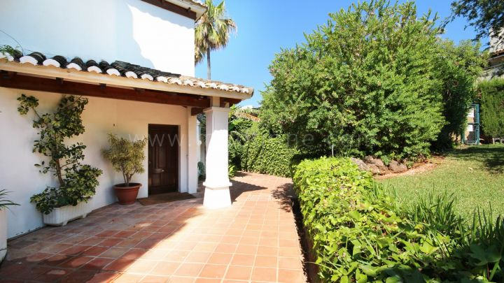 Marbella Golden Mile, Very well located town house for sale on the Golden Mile with sea views