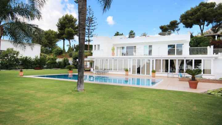 Marbella Golden Mile, Altos reales Villa with Panoramic Views in a gated community