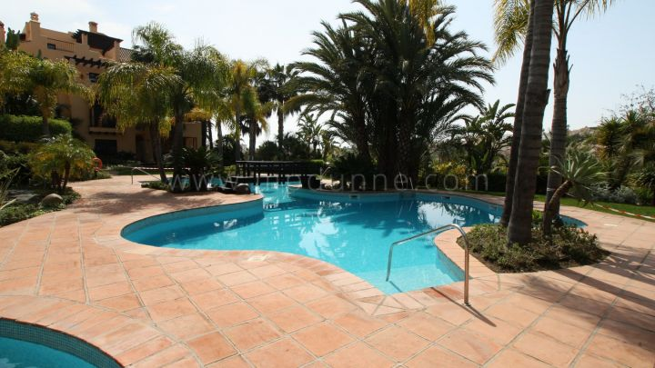 Estepona, 2 bedroom Top Floor Apartment for Sale in el Campanario, Estepona
