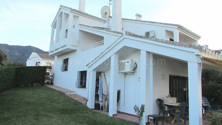 Alhaurin el Grande, 4 bedroom townhouse for sale in Alhaurin El Grande, Malaga