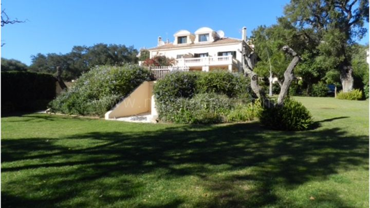 Sotogrande, 5 bedroom semi detached villa for sale in Sotogolf