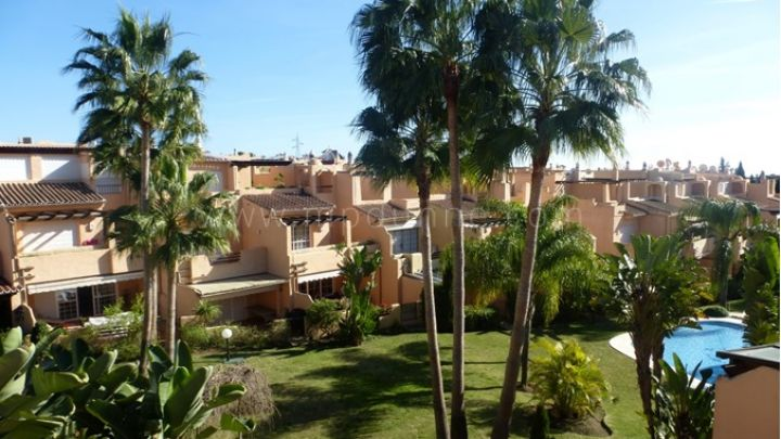 Marbella Golden Mile, Townhouse for sale in Oasis de Nagueles