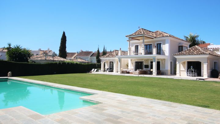 Nueva Andalucia, 5 bedroom Frontline Golf Villa for rent in Los Naranjos