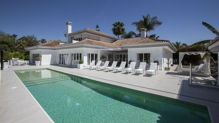 Nueva Andalucia, Modern Front Line Golf Villa for Sale in Las Brisas