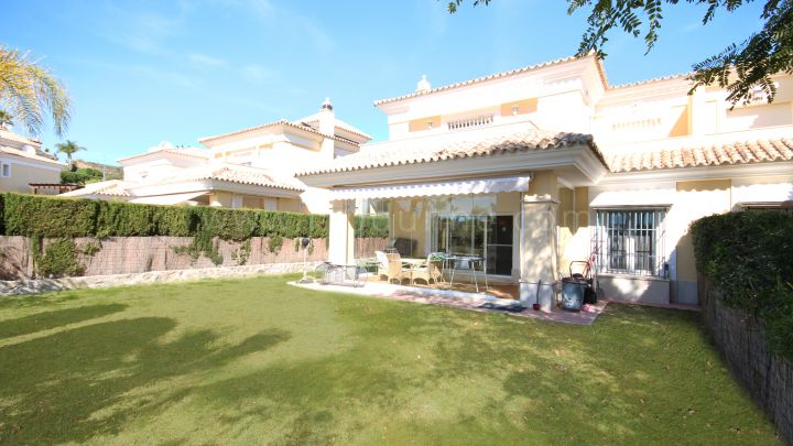 Marbella East, 3 bedroom Villa for Sale in Santa Clara Golf, Marbella