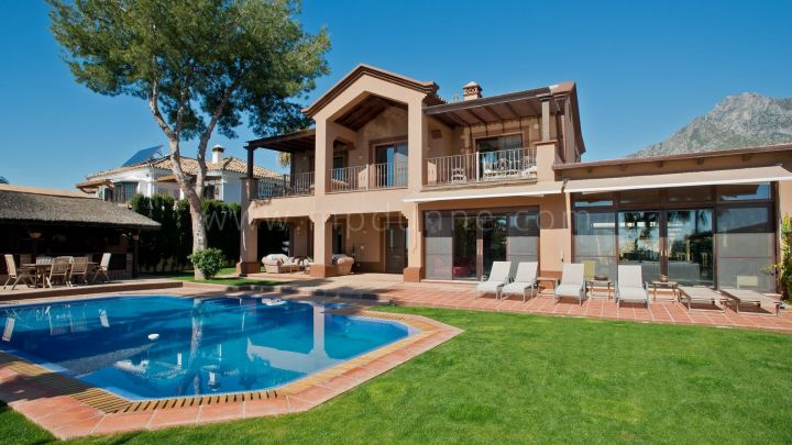 Marbella Golden Mile, Fabulous Family Villa with Sea Views for Sale in Altos Reales Marbella