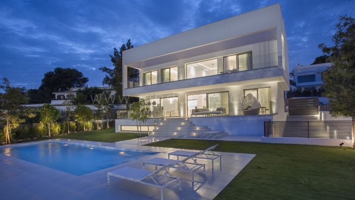 San Pedro de Alcantara, Modern villas for sale off-plan within 700 m from the beach in Guadalmina Baja