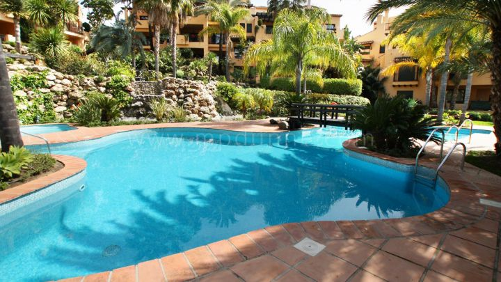 Estepona, 2 bedroom Ground Floor Apartment for Sale in el Campanario, Estepona