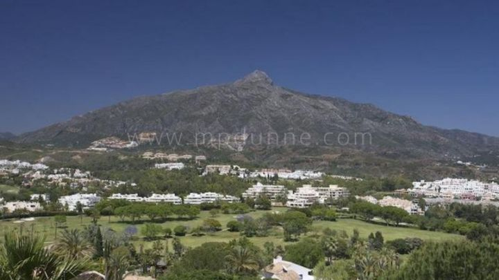Nueva Andalucia, Apartments for sale in La Corniche