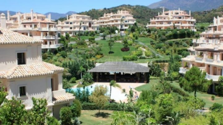 Benahavis, 2 bedroom apartment for sale in Capanes del Golf
