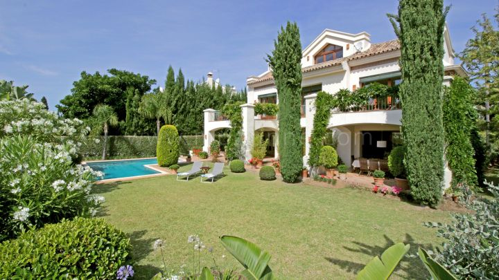 Marbella Golden Mile, Family villa for sale in Sierra Blanca