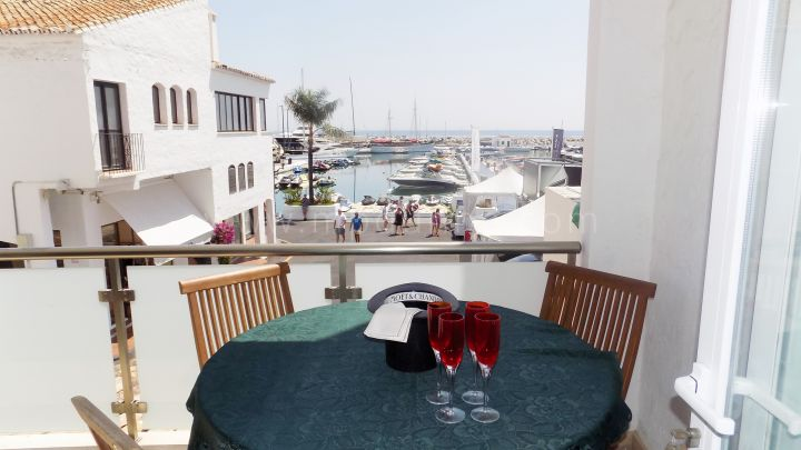 Marbella - Puerto Banus, 2 Bedroom apartment for sale first line in Puerto Banus, Marbella