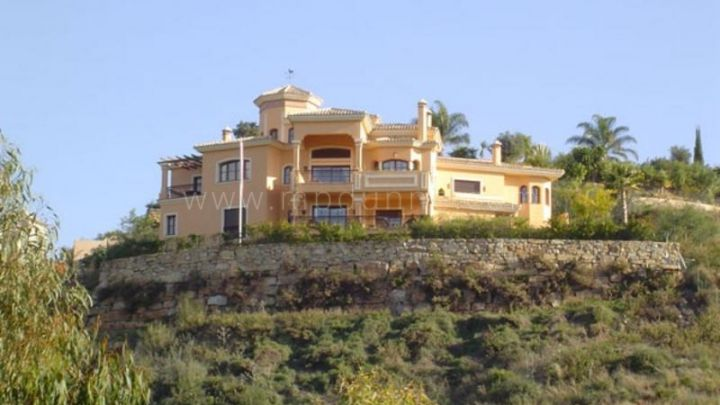 Benahavis, Rustic villa with views to La Quinta Golf