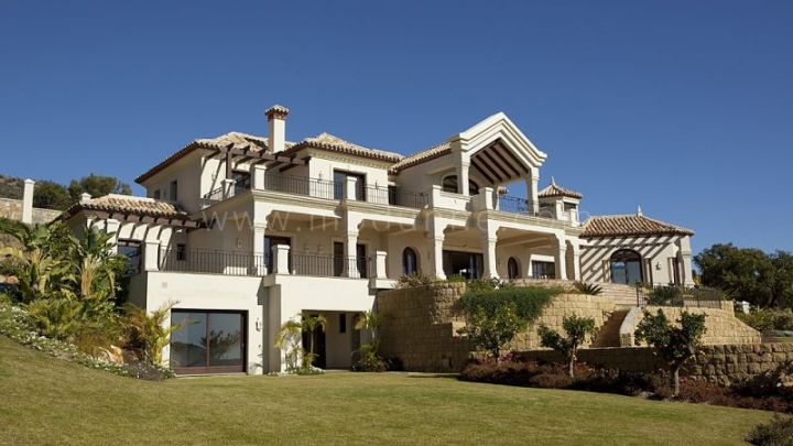 Benahavis, Luxury villa for sale in Marbella Club Golf Resort