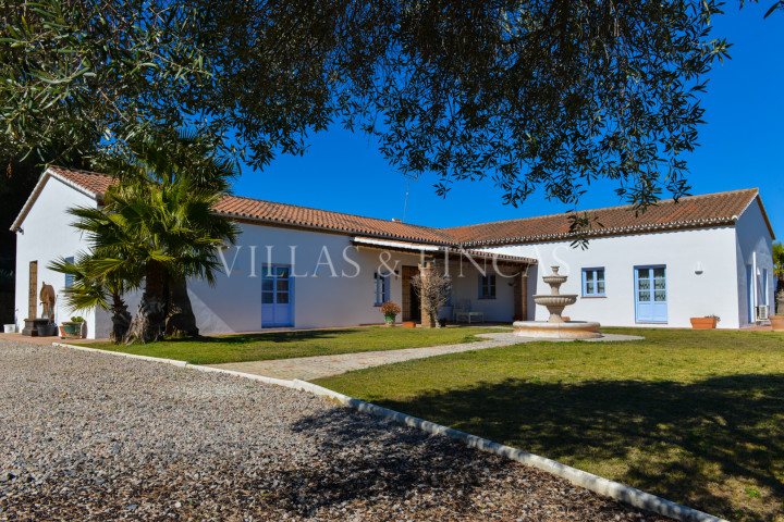 Jimena de La Frontera, Encantadora Villa de Campo con Vistas Panorámicas