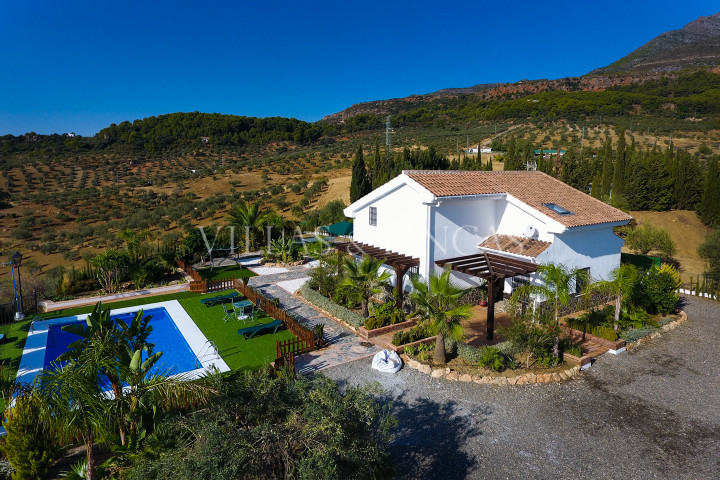 Alozaina, Modern country house with spectacular mountain views
