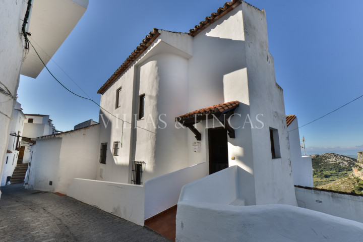Casares, Reformed Village House