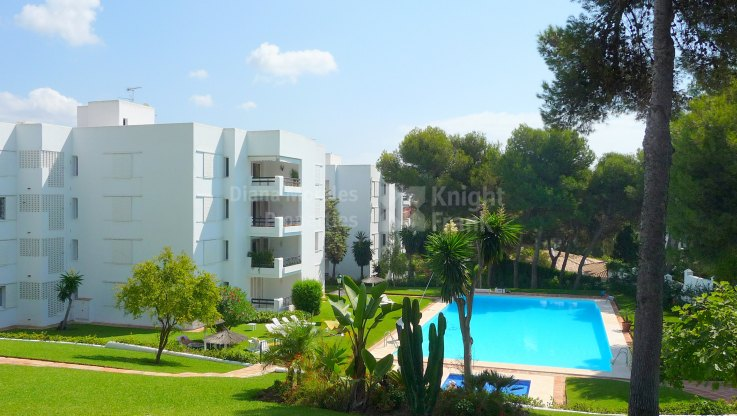 Stone's throw from the beach - Ground Floor Apartment for sale in Los Monteros, Marbella East