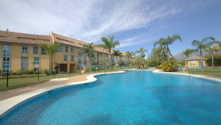 Attractive Southeast Facing Apartment - Apartment for sale in Bahia de Marbella, Marbella East