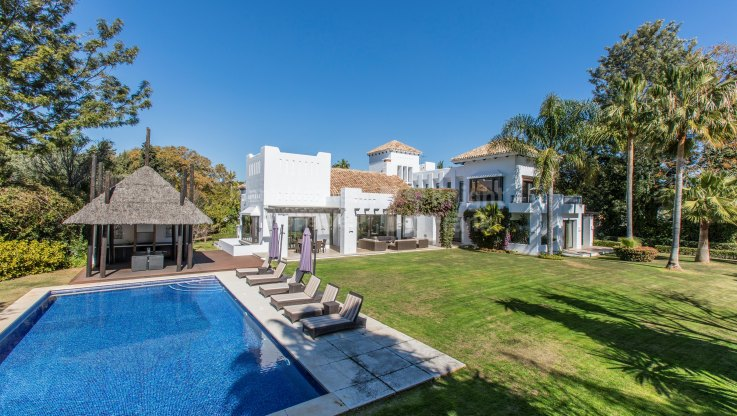Guadalmina Baja, Beachside Property in Prestigious Estate
