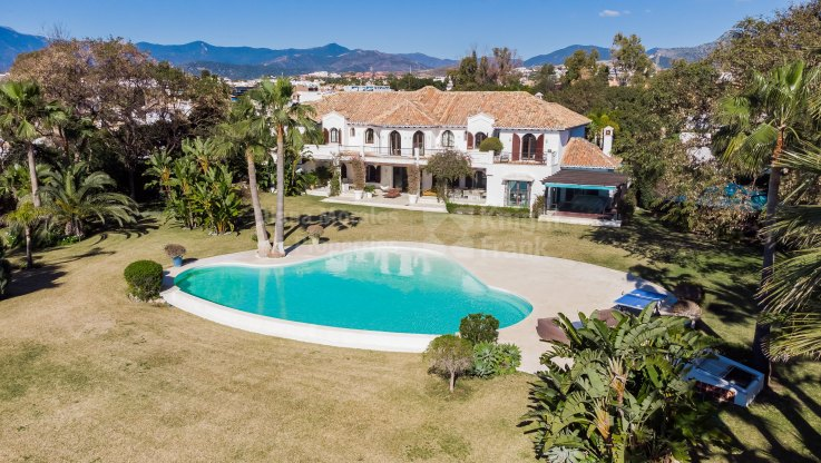 Magnificent Beachfront Villa - Villa for sale in Paraiso Barronal, Estepona