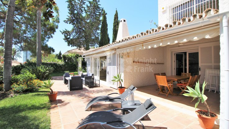 Spacious Villa in tranquil setting - Villa for sale in Rio Real Golf, Marbella East