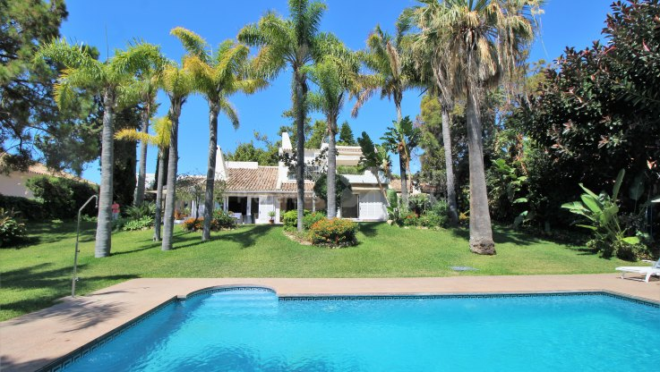 Rio Real Golf, Stylish and Spacious Villa