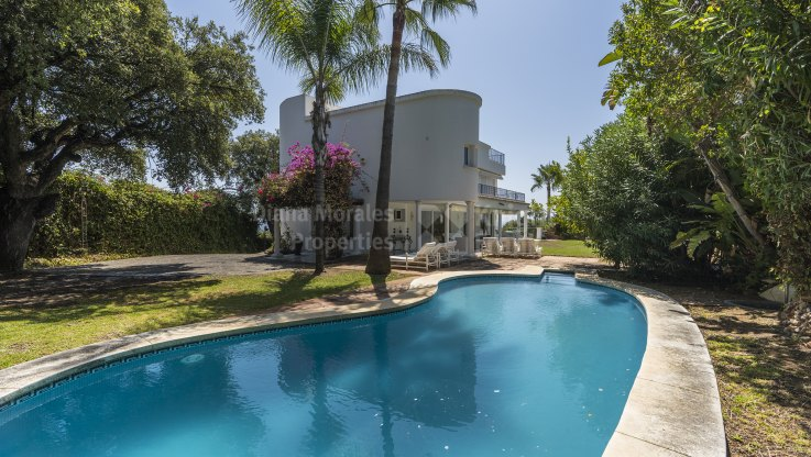 Altos Reales, Villa in gated community