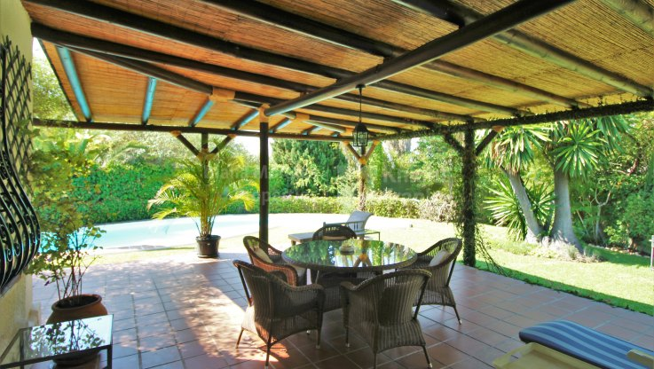 Secluded Property with Lots of Potential - Villa for sale in Rio Verde, Marbella Golden Mile